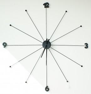 Dezente Uhr von KARE